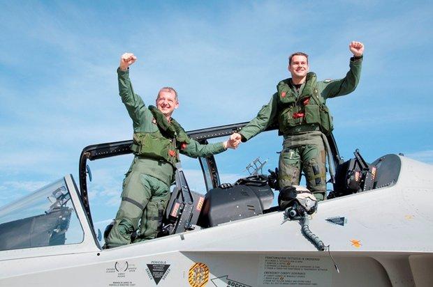 I due istruttori al termine del volo