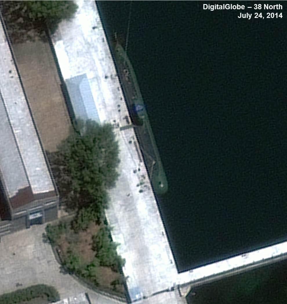 Fig2_z-66-meter-Submarine-Sinpo-2014-07-24-Close-up-DigitalGlobe2-990x1048