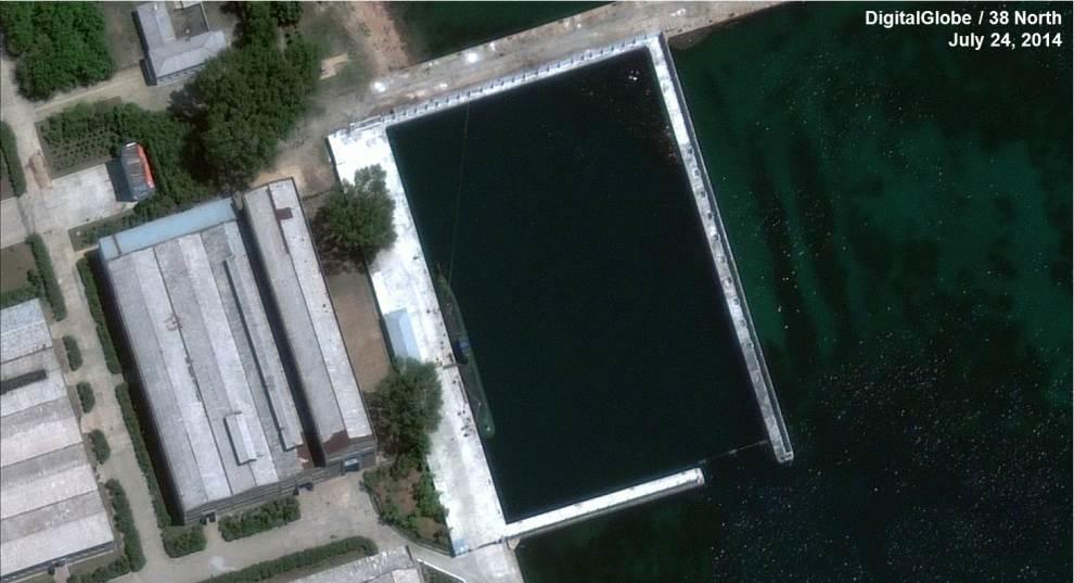 Fig1_z-66-meter-Submarine-Sinpo-2014-07-24-Overview-DigitalGlobe-990x537