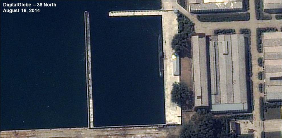 Fig3_z-66-meter-Submarine-Sinpo-2014-08-16-DigitalGlobe-990x484