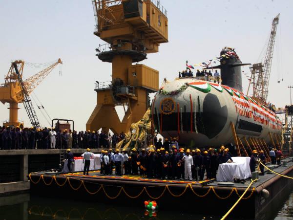 x06-1428338127-submarine.jpg.pagespeed.ic.fL3J3jdi7A