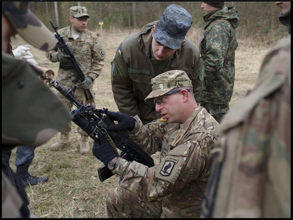 Смотреть любительское русское извращение в казарме российской армии 4