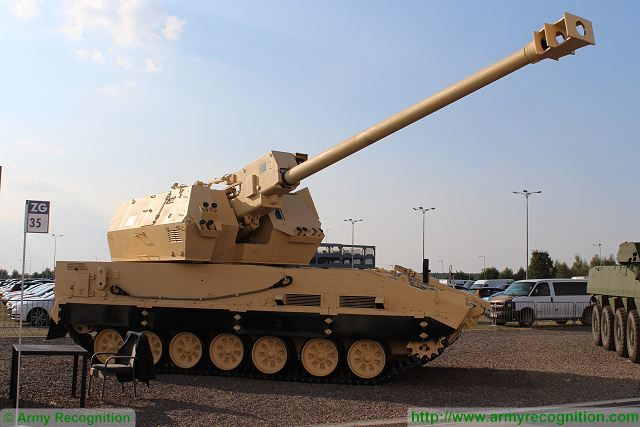 Diana_155m_tracked_self-propelled_howitzer_MSPO_2015_defense_exhibition_Kielce_Poland_640_002