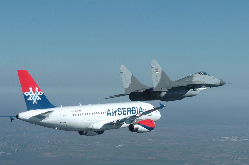 air-serbia-letalo-airbus-a319-mig-29-
