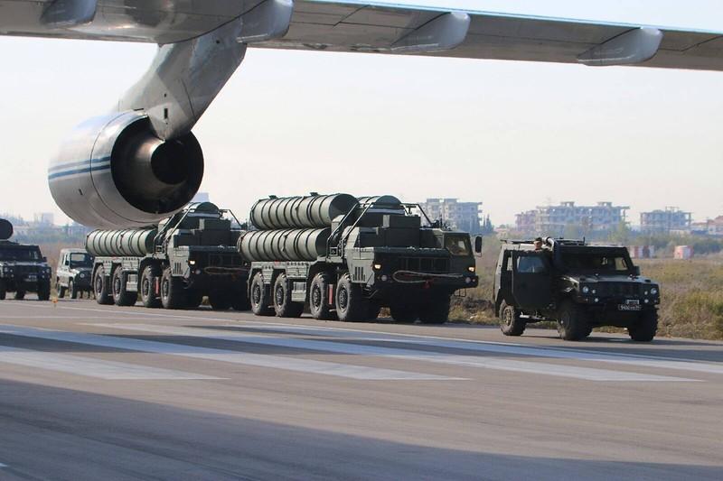 В Сирию доставлен российский зенитный ракетный комплекс С-400