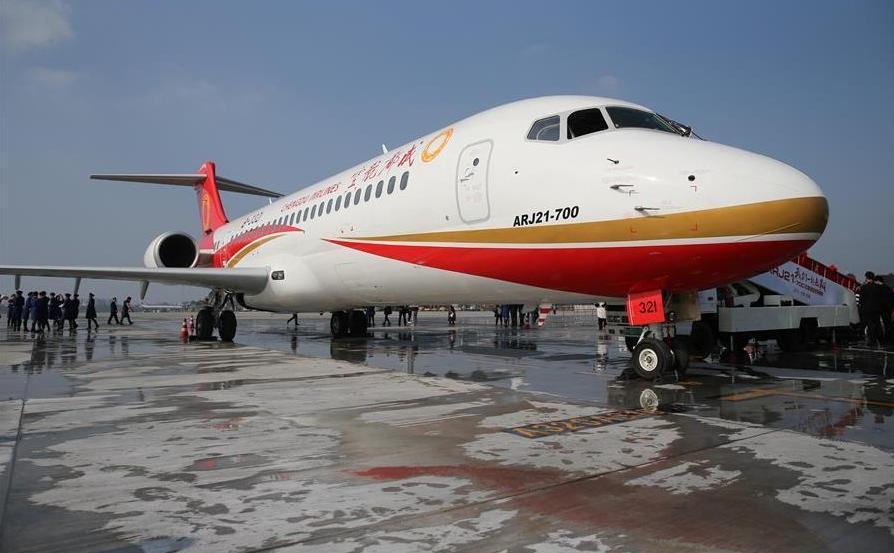 Поставлен первый китайский самолет ARJ21