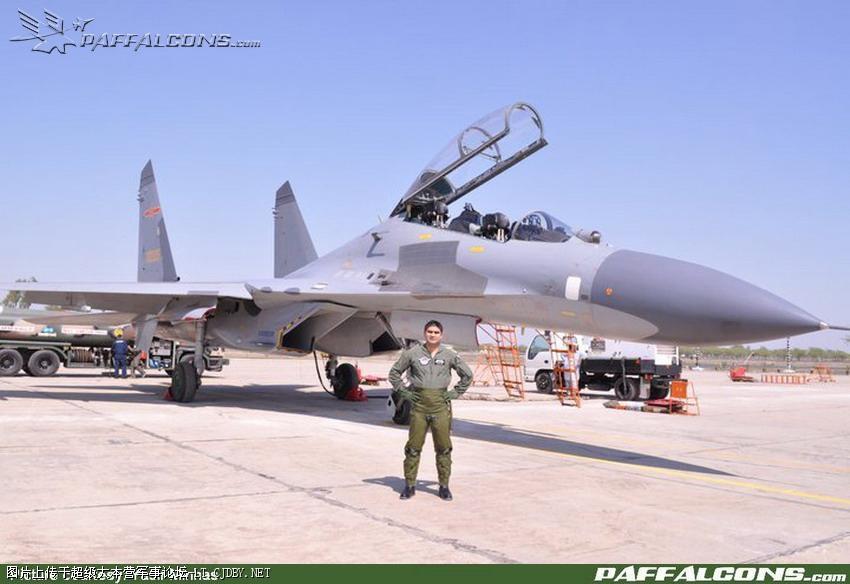 PAK Pilots On Sukhoi's Su-30 Fighter Jet_3