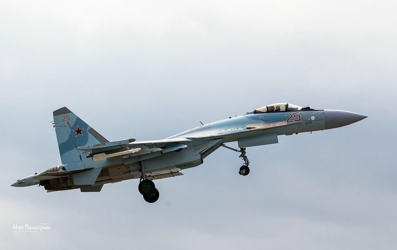 Летчики 22-го истребительного авиаполка приступили к полетам на истребителях Су-35С
