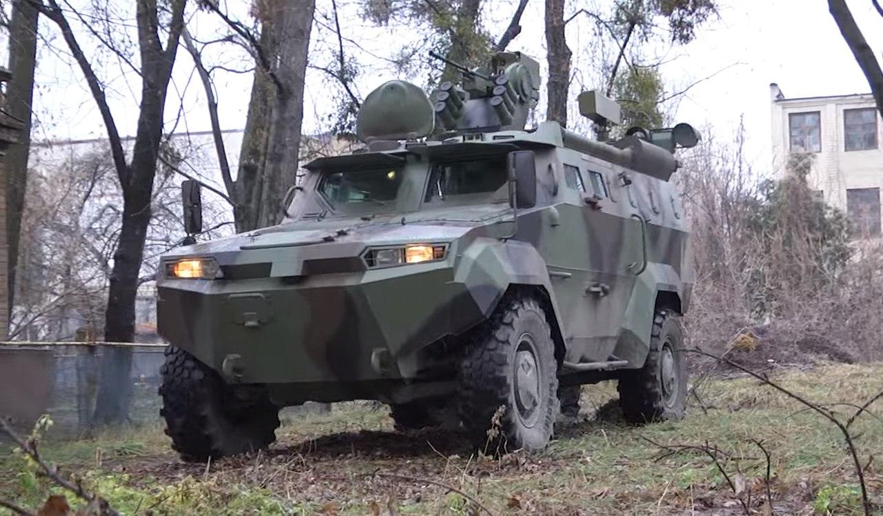"""Опытный образец украинского бронеавтомобиля """"Тритон"""" с разведывательным комплексом """"Джеб"""""""