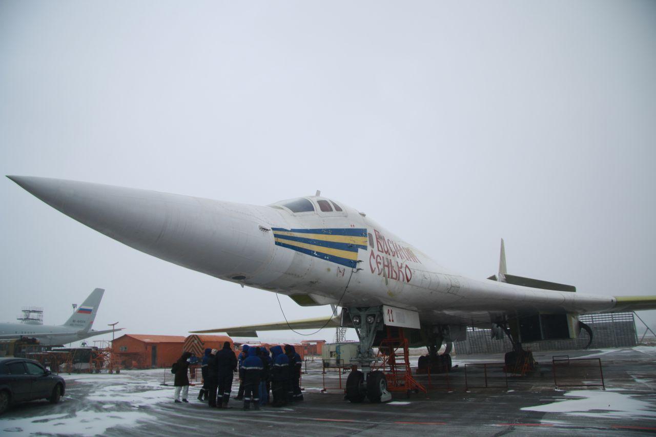 ВКС России передан пятый модернизированный стратегический бомбардировщик Ту-160