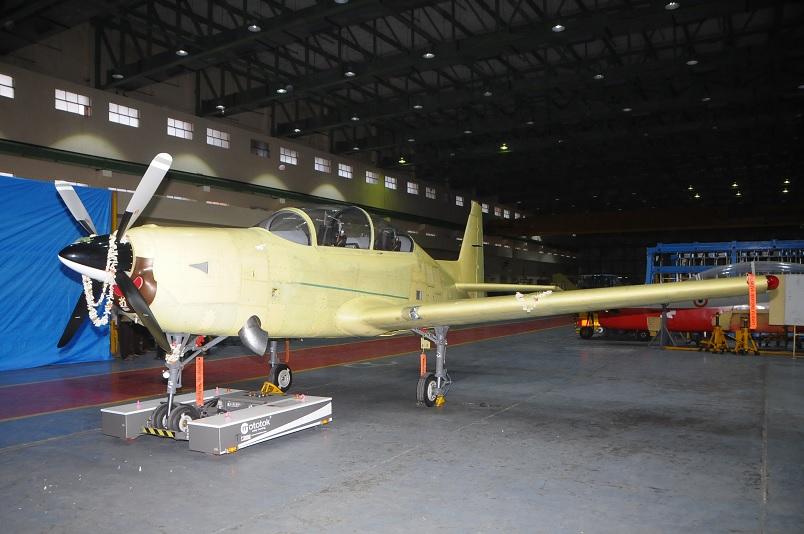 Первый прототип индийского учебно-тренировочного самолета НТТ-40