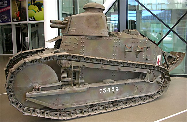 renaukt-ft-17-tank-ww1-paris