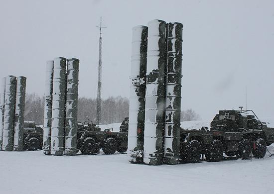 Министерство обороны России получит в 2016 году пять полковых комплектов ЗРС С-400