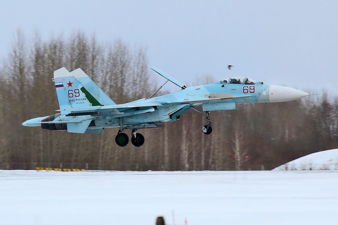 В Бесовец поступают истребители Су-27СМ