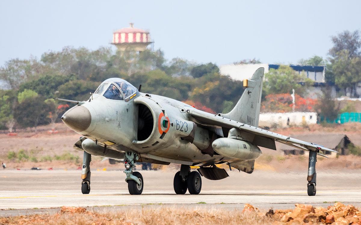 ВМС Индии сняли с вооружения палубные истребители Sea Harrier