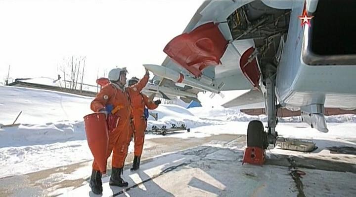 Су-35С на аэродроме Дземги несут боевое дежурство с ракетами РВВ-СД
