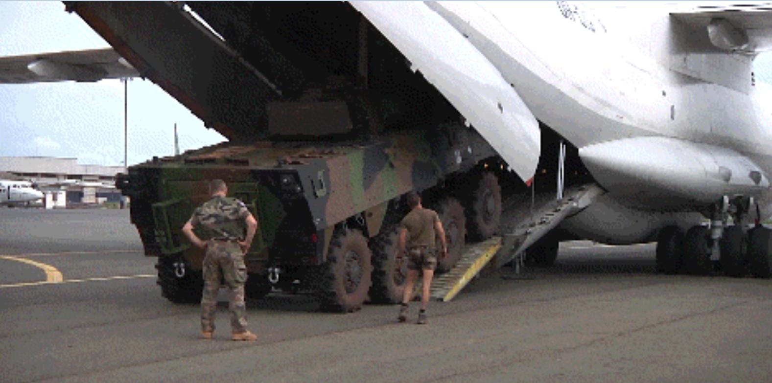 Последняя французская бронированная машина VBCI покинула ЦАР на борту украинского самолета Ил-76ТД