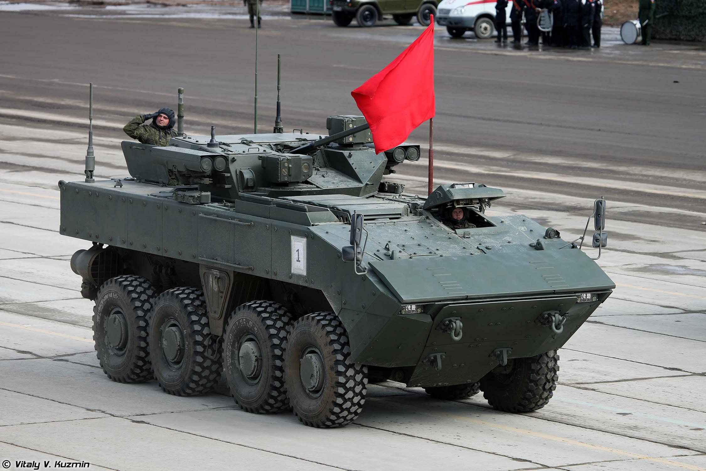 """Руководство """"Военно-промышленной компании"""" о новых бронетранспортерах"""