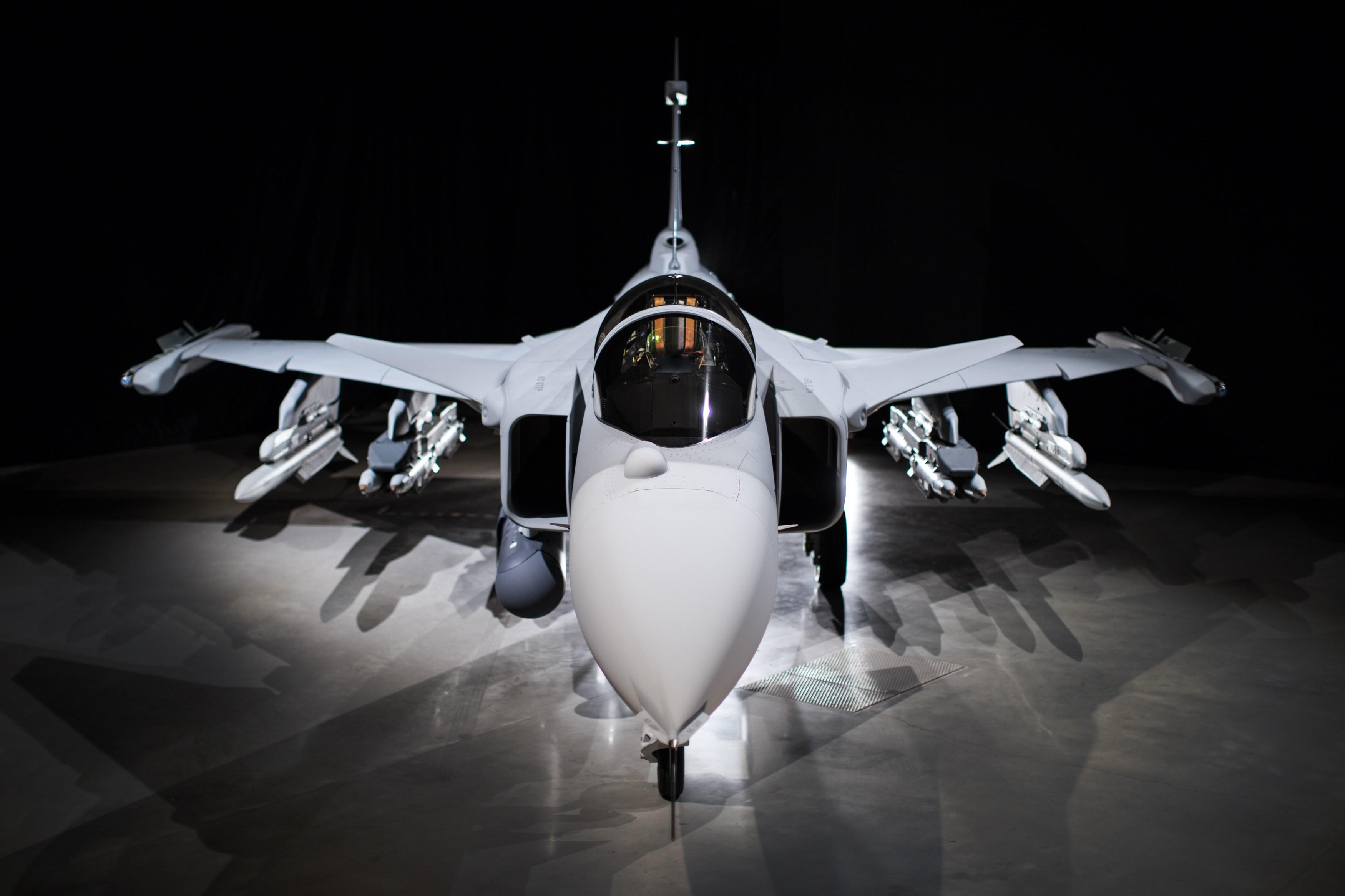 Выкатка первого прототипа истребителя Gripen E
