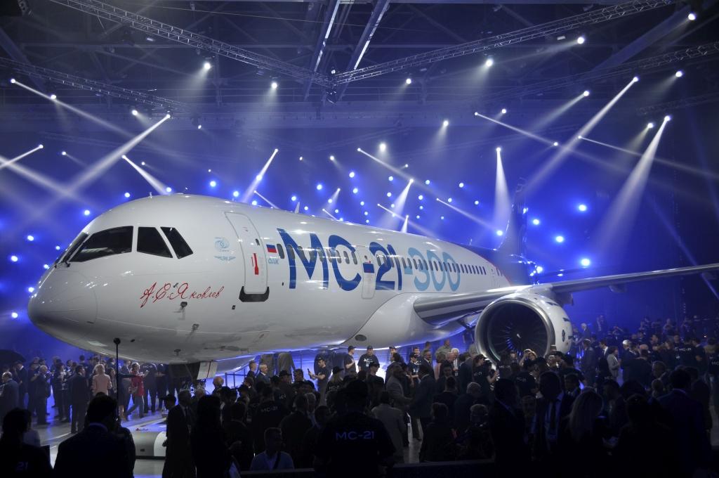 Самолет МС-21 покинул цех окончательной сборки для подготовки к первому полету