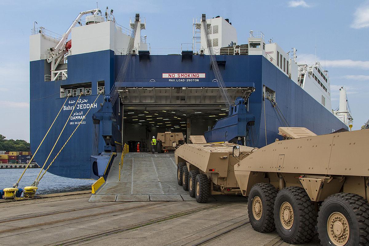 Первые 40 бронетранспортеров Patria AMV поставлены в ОАЭ