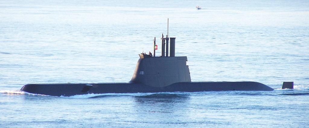 Португальская подводная лодка Tridente попалась в сети французского рыболовного сейнера