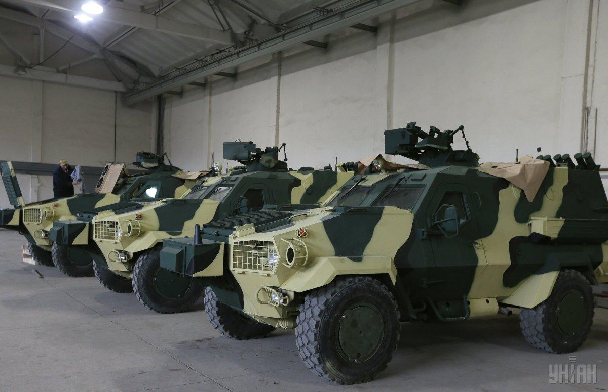 """Министерству обороны Украины переданы первые десять бронеавтомобилей """"Дозор-Б"""""""