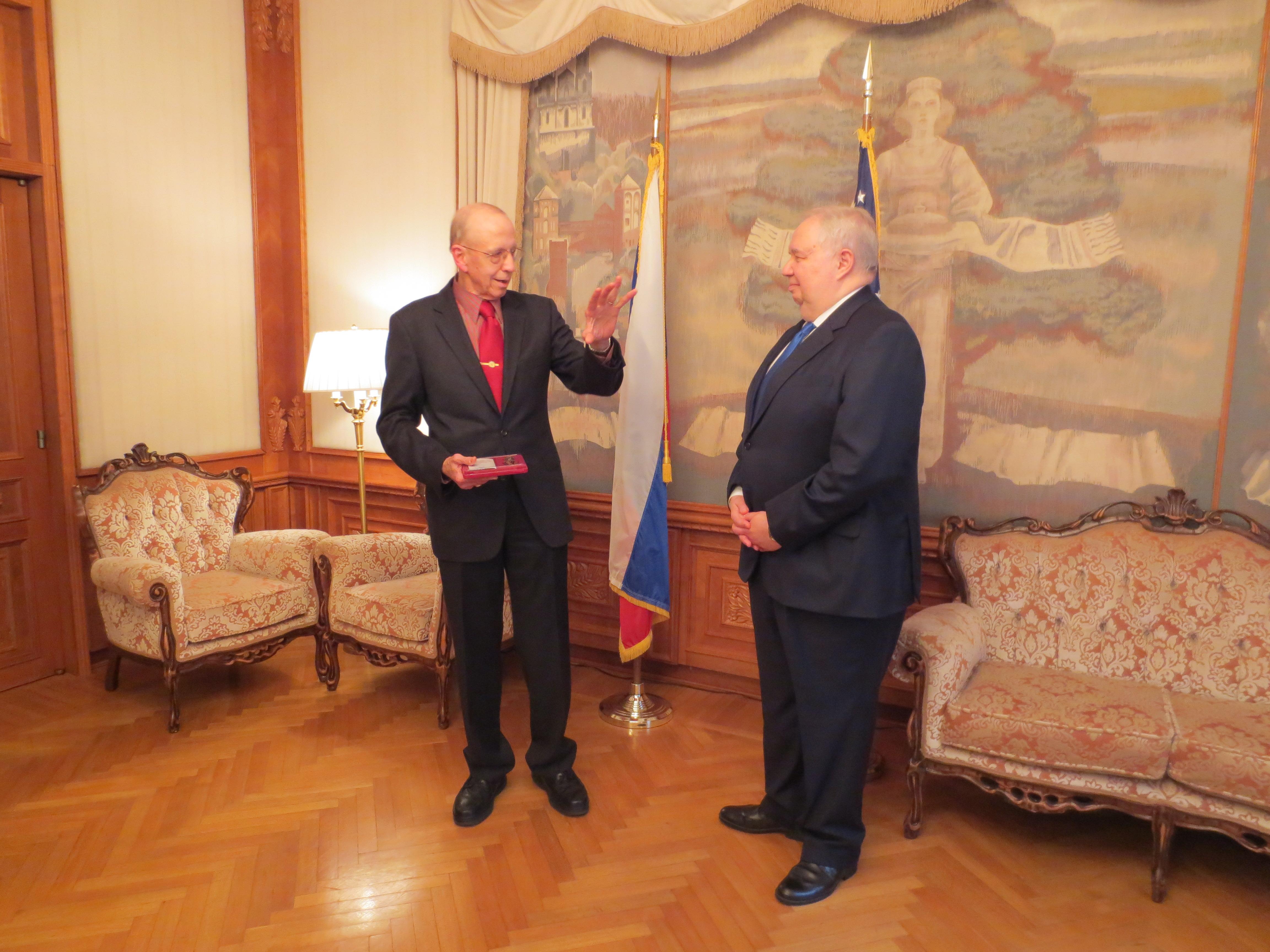 """Дэвид Гланц получил медаль """"За укрепление боевого содружества"""""""