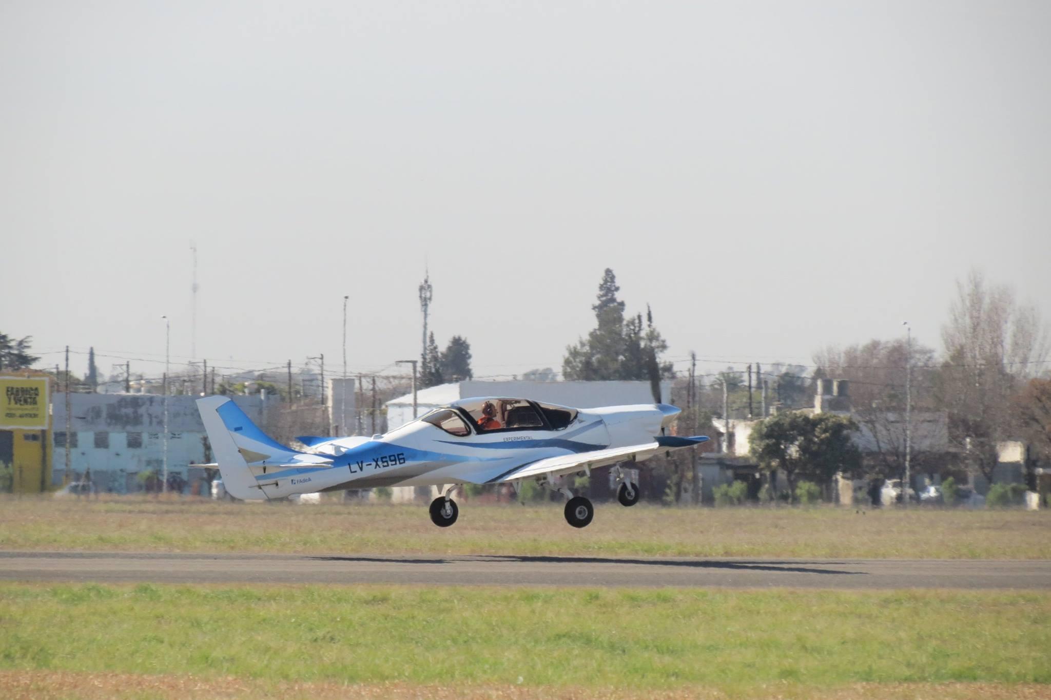 Первый полет нового аргентинского учебно-тренировочного самолета IA-100