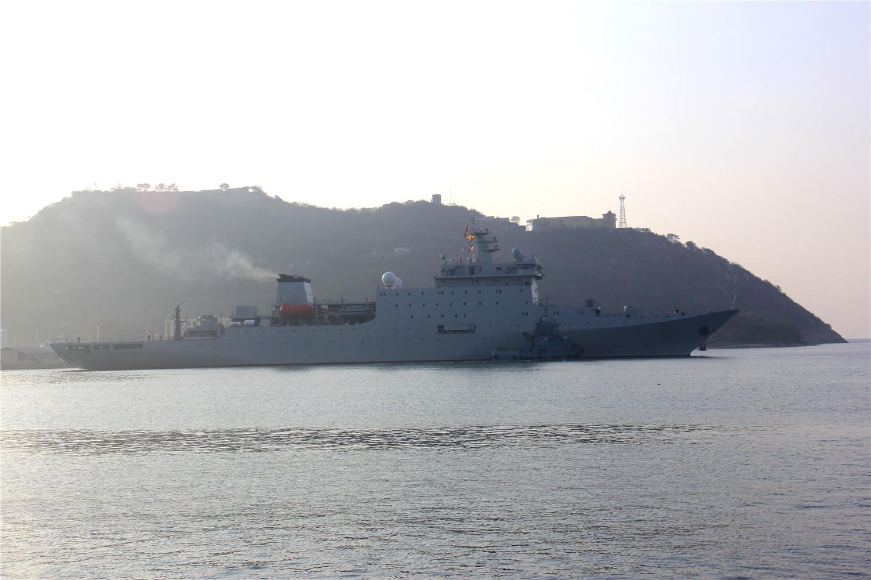Новый китайский учебный корабль в море