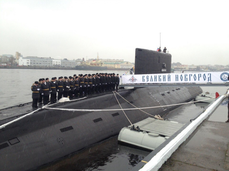 16388-na-submarine-velikij-novgorod-podnyali-andreevskij-flag