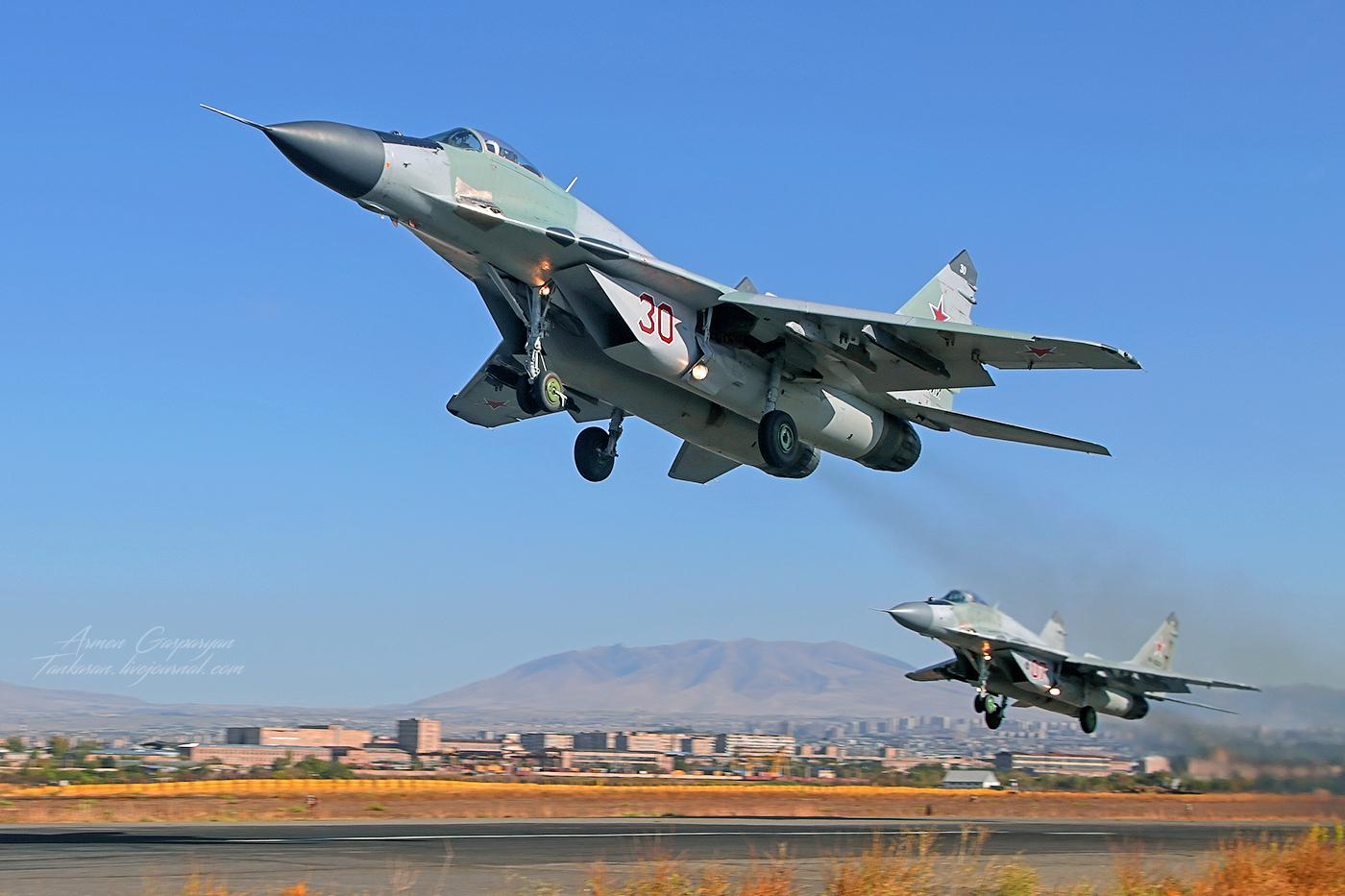 Россия согласилась передать Сербии шесть истребителей МиГ-29 из наличия