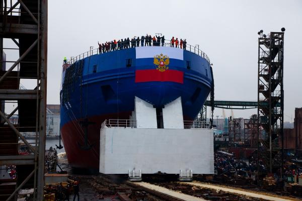 """Спущен на воду многострадальный ледокол """"Виктор Черномырдин"""""""