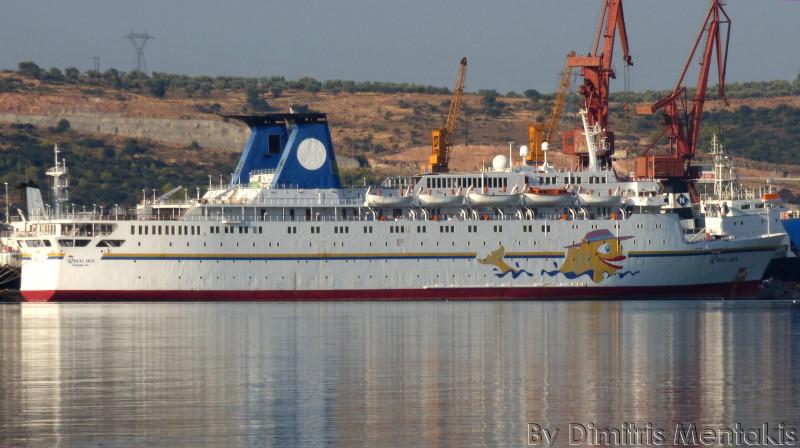 Круизный лайнер для линии Сочи - Крым