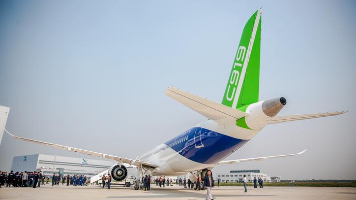 Первый экземпляр китайского пассажирского самолета С919 готов к первому полету