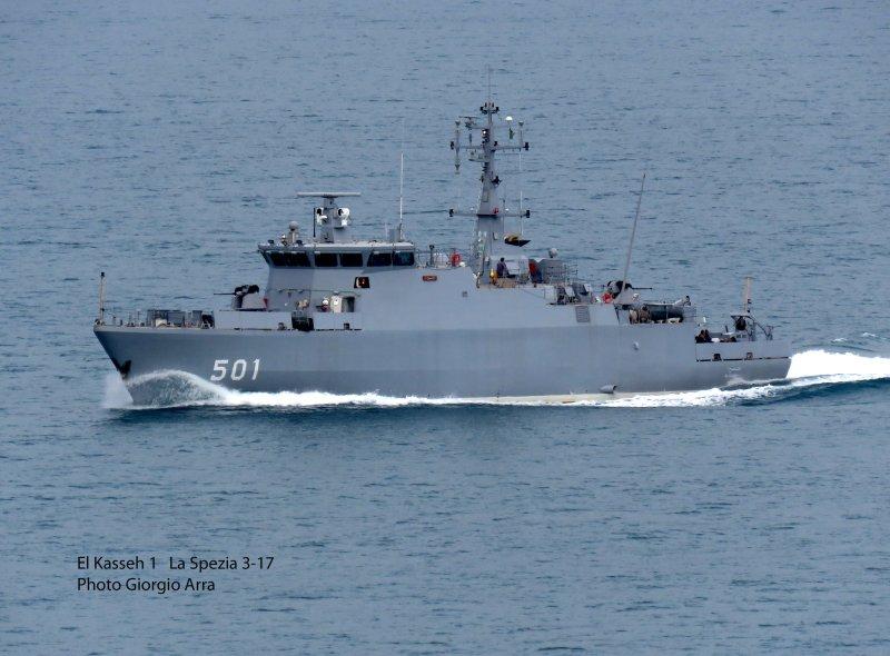 Новый алжирский тральщик в море