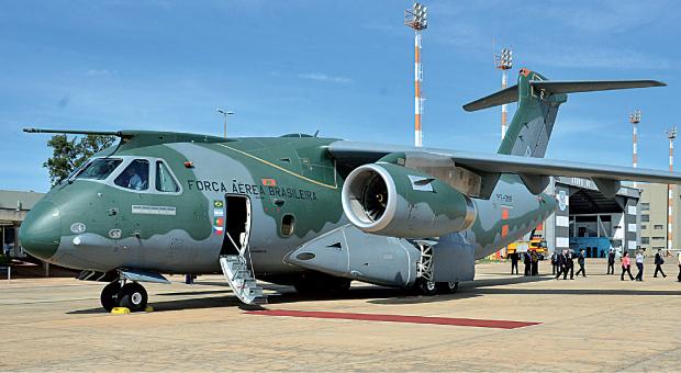 Embraer обещает поставить первые пять самолетов КС-390 ВВС Бразилии в 2018-2019 годах
