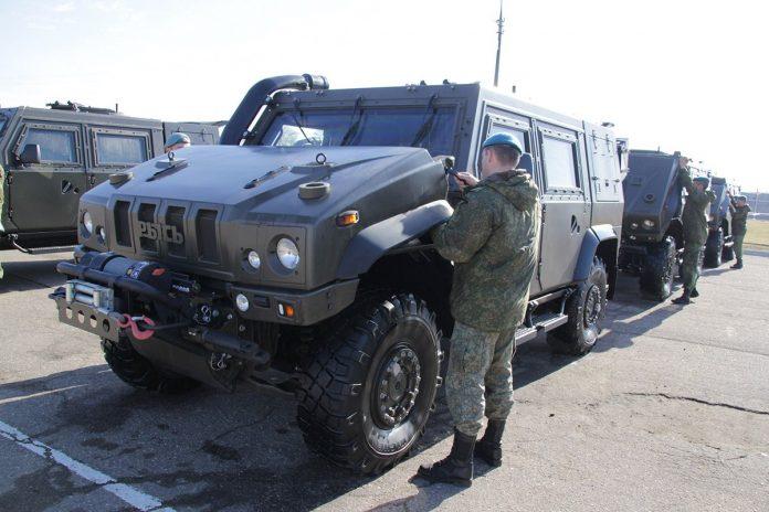 """76-я гвардейская десантно-штурмовая дивизия получила 16 бронеавтомобилей Iveco LMV """"Рысь"""""""