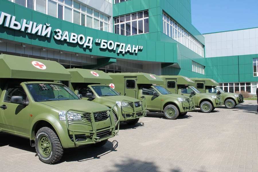 """Вооруженные силы Украины получили первые десять санитарных автомобилей """"Богдан-2251"""""""