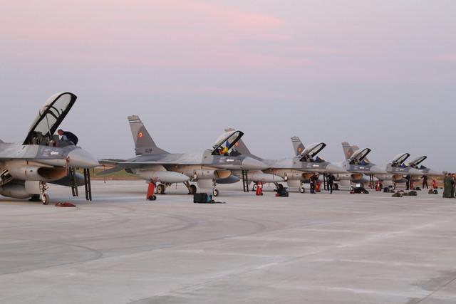 F-16s