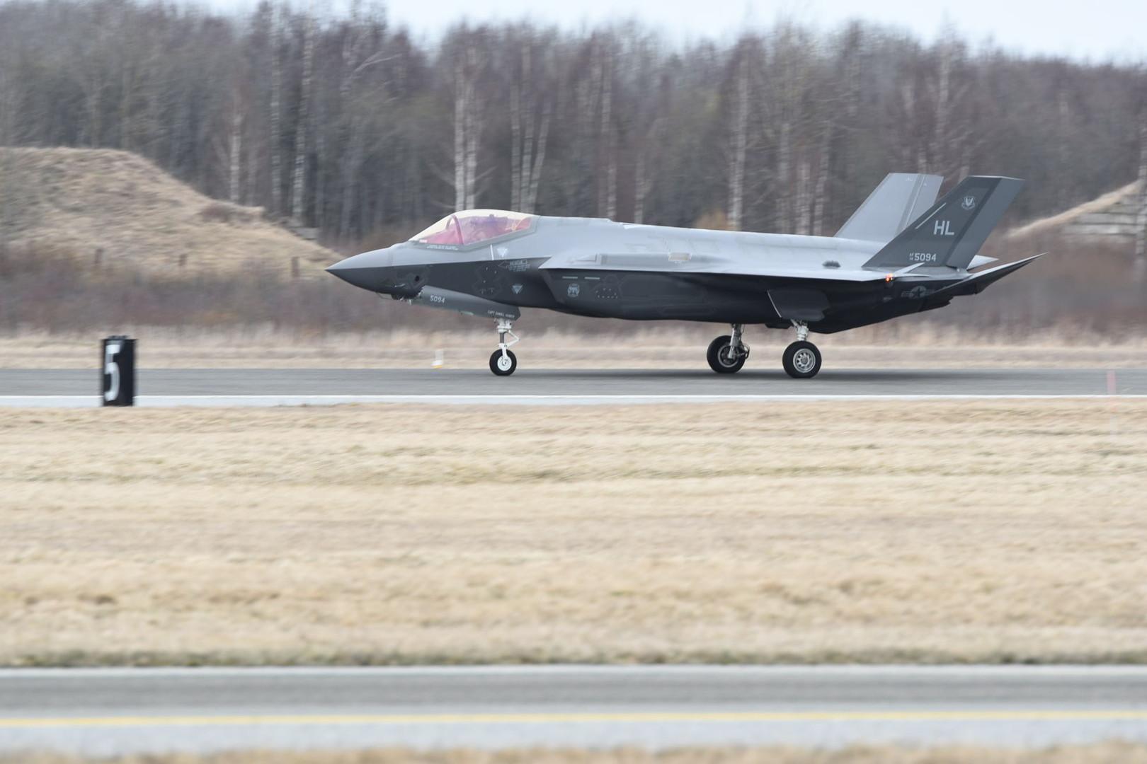 Прибытие американских истребителей F-35A в Эстонию