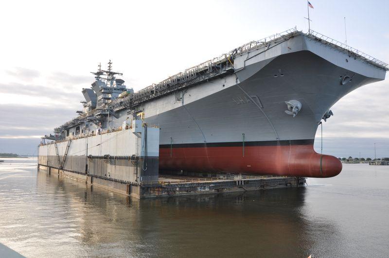 Спущен на воду новый американский универсальный десантный корабль Tripoli