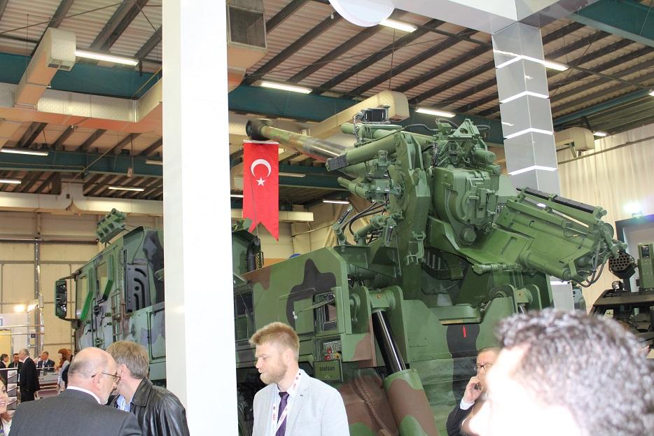 Новые турецкие 155-мм самоходные гаубицы на колесном шасси 130