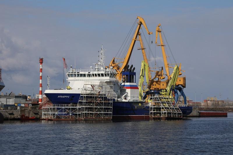 Завершены заводские ходовые испытания судна тылового обеспечения «Эльбрус» проекта 23120