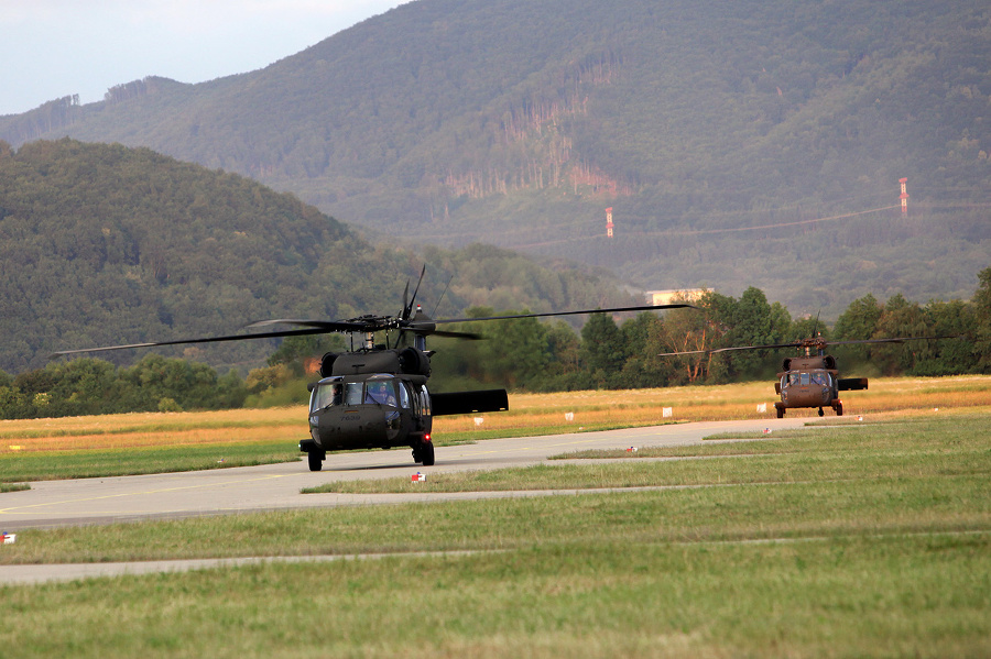 vrtulnik--UH-60M-Black-Hawk