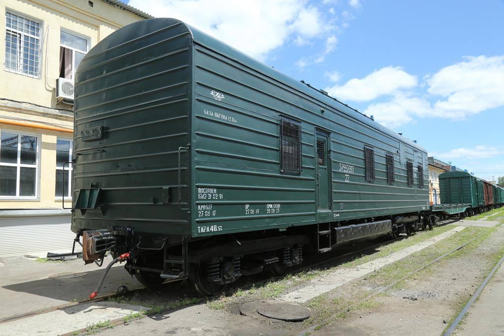Украинский военный служебно-технический рефрижераторный вагон