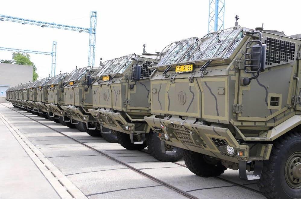 Чешская армия получила бронированные транспортеры 120-мм минометов