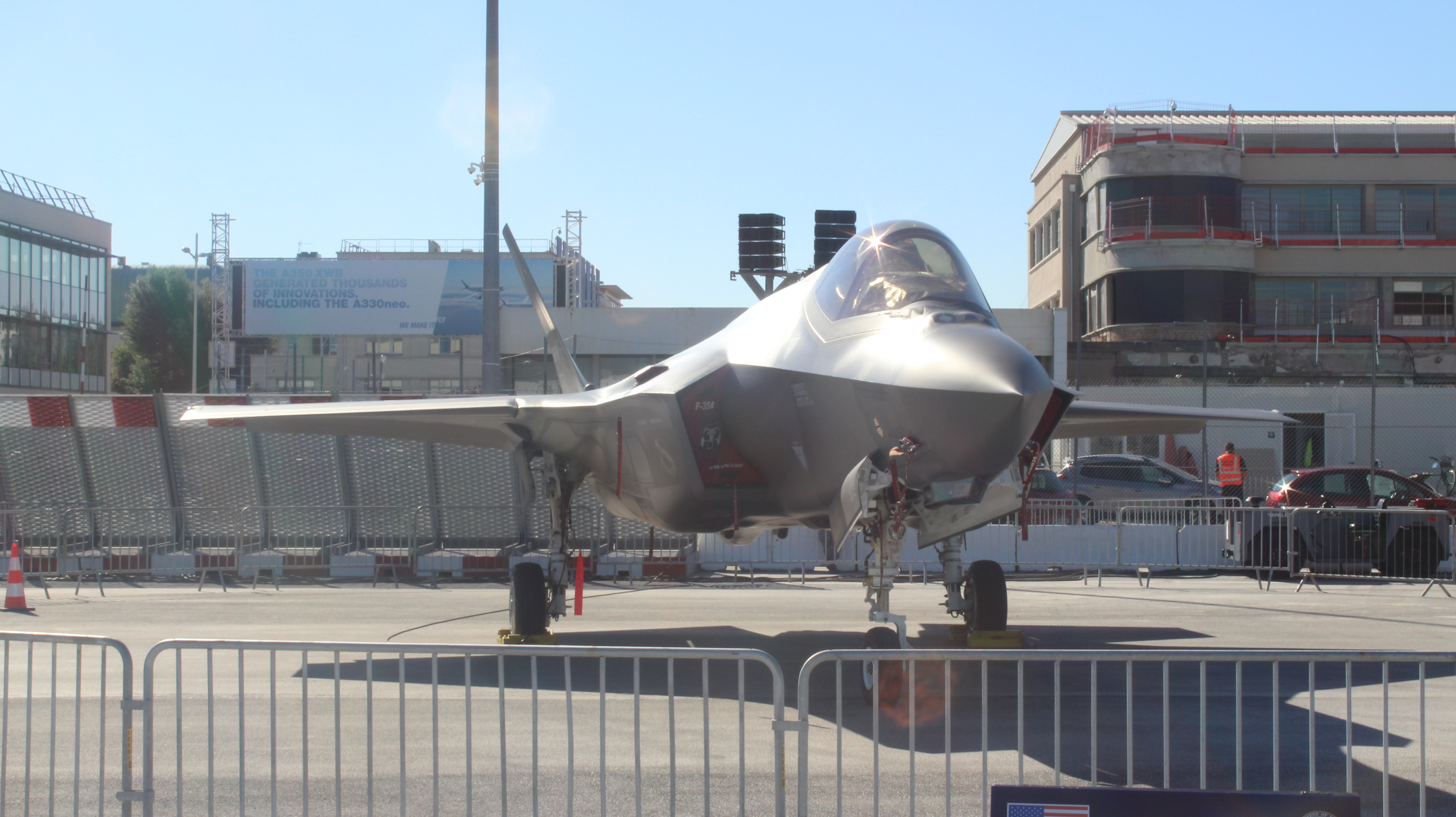 О тернистом пути американских малозаметных самолетов на авиасалон в Ле Бурже