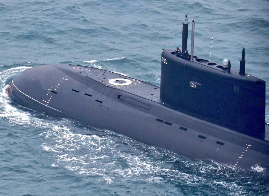 """Подводные лодки """"Великий Новгород"""" и """"Колпино"""" идут на Черноморский флот"""