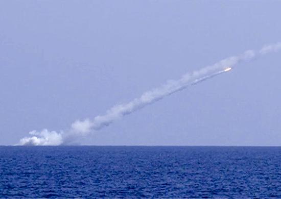 Удар крылатыми ракетами «Калибр» с подводных лодок «Великий Новгород» и «Колпино»
